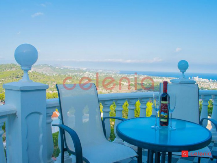 Villa for sale with fantastic panoramic sea views and indoor ...